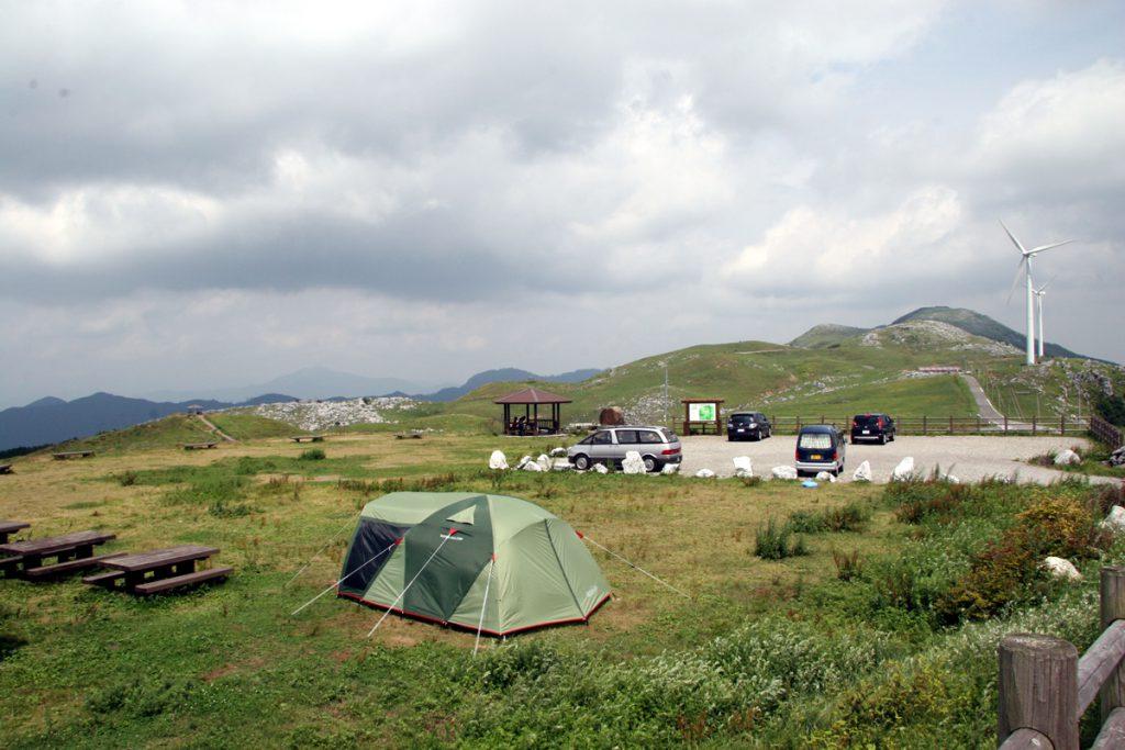 テント地の近くに駐車場もあります