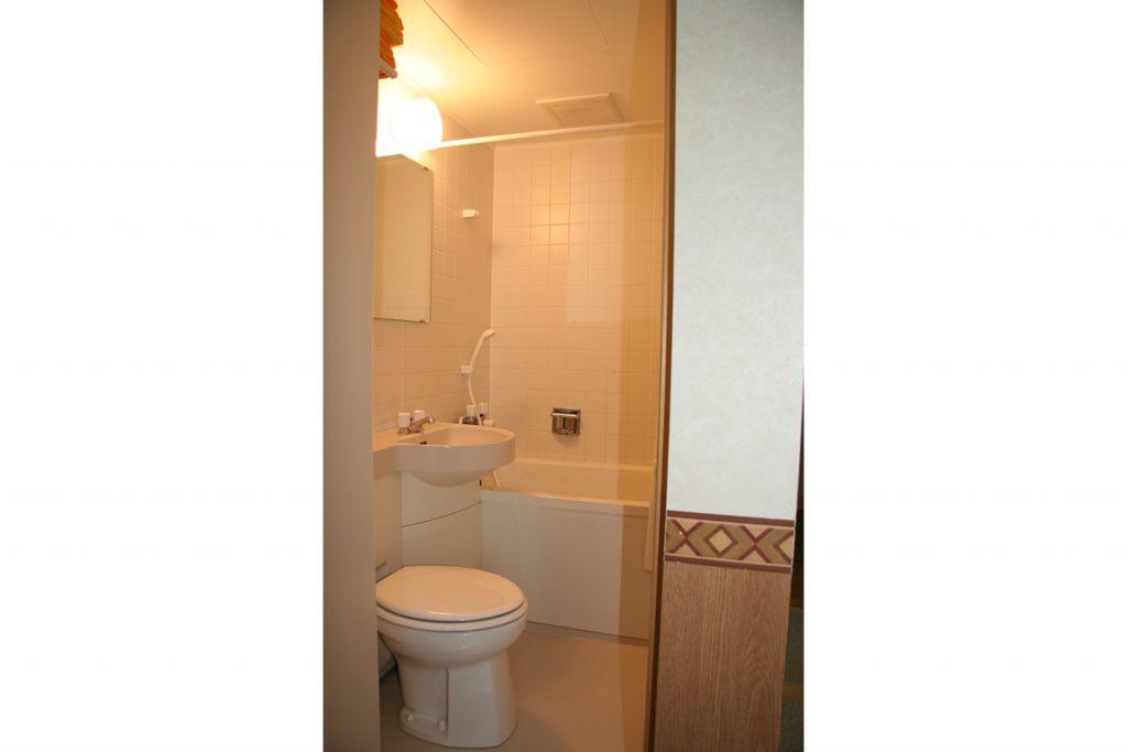 室内にユニットバス&トイレ施設完備
